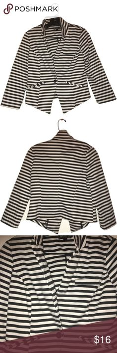 Super cute juniors! Black and white striped jacket Black and white striped jacket, does not have pockets, like new condition has barely been used. MUST GO! Contains a large button at the bottom, SIZE M mandee Jackets & Coats