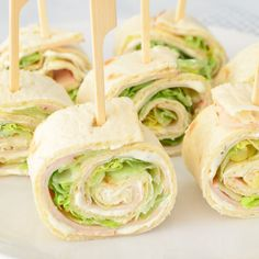 We are probably not the only family that runs tasty wraps for birthdays. The best known is of course the wrap with herb cheese, chicken fillet and lettuce. Easy Healthy Breakfast, Healthy Snacks, Breakfast Ideas, Plats Ramadan, Good Food, Yummy Food, Snacks Für Party, Appetisers, Churros