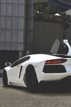 Those lines are just so smooth. #Italian #SuperCar #Lamborghini #Speed #Style #Design #Class #Luxury #Cars #CarShowSafari