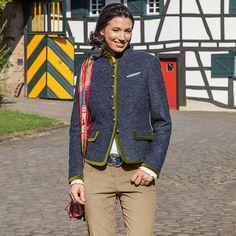 5362375627fb Seidenschal mit Hirsche mehrfarbig mit Motiven im Daniels   Korff Shop