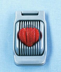 Egg slicer as strawberry dicer! New Uses for Old Things by Real Simple Kitchen Items, Kitchen Hacks, Kitchen Gadgets, Kitchen Appliances, Cooking Gadgets, Kitchen Utensils, Egg Slicer, Cut Strawberries, Guter Rat