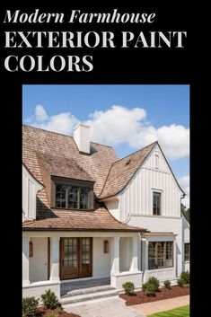 The best modern farmhouse style paint color combinations that will give your home's exterior an inviting appearance! Best Exterior Paint, House Paint Exterior, Exterior Paint Colors, Modern Farmhouse Exterior, Modern Farmhouse Style, Exterior Paint Color Combinations, House Painting, Modern Architecture, Mansions