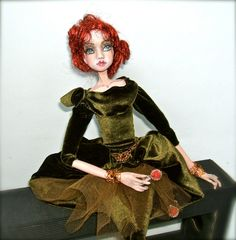 The lady looks over her green grass from home. by Florence on Etsy