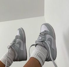 Jordan Shoes Girls, Girls Shoes, Estilo Street, How To Have Style, Nike Air Shoes, Sneakers Nike, Jordan Sneakers, Aesthetic Shoes, Hype Shoes