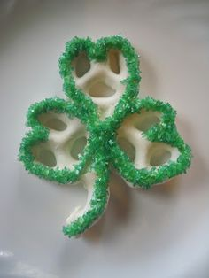 St. Patrick's Day pretzels I like this look better than the green colored chocolate