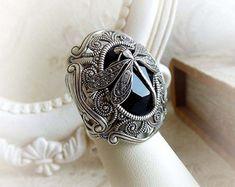 Schwarze Gothic Ring mit Swarovski-Kristall auf Alter Silber /