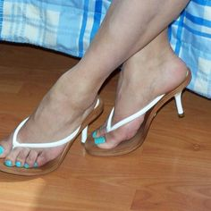 women feet in thong sandals high heels Clear High Heels, White High Heels, Sexy High Heels, Womens High Heels, Sexy Sandals, Shoes Heels Wedges, Beautiful Toes, Pretty Toes, Sexy Legs And Heels