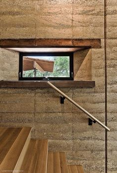 RAMMED EARTH RANCH  https://www.pinterest.com/pin/298856125246846033/ Selected by Tayyibi 31.01.2016