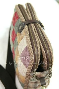 Japanese Patchwork, Patchwork Bags, Quilted Bag, Cute Purses, Fabric Bags, Brown Bags, Small Bags, Bag Storage, Bag Making