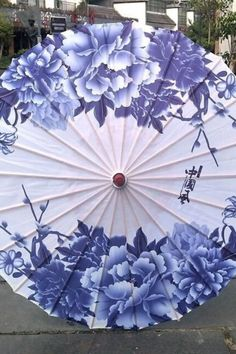 Chinese Dragon Art, Cute Umbrellas, Art Chinois, Concept Weapons, Traditional Japanese, Styles, Lanterns, Oriental, Asia