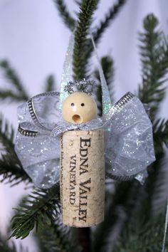 Cork Angel Ornament- something I can do with the 2000 corks I bought a garage sale this summer:) - très bel ange 50 Diy Christmas Ornaments, Diy Xmas, Wine Cork Ornaments, Angel Ornaments, Christmas Angels, Handmade Christmas, Christmas Decorations, Wine Craft, Wine Cork Crafts