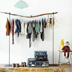 H E C H T  W A A R D E  A A N  D E T A İ L S ☁🐒🍍 Inspiratie voor een kinderkamer! Het wolkje maakt het helemaal compleet vind je niet?  Details en leuke accessoires zijn erg belangrijk en maken je interieur compleet. Zorg ervoor dat je niet te veel en ook niet te weinig accessoires hebt. Vind het juiste balans 😊  #itsinthedetails #kinderkamer #wolkje #aapje #ananas #interieurontwerp #ontwerp #interieuradvies #maisonpurerose #vsc #vscolove #vsco #interior  Bron foto…