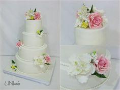 H32. Hääkakku. Ruusuja, pioneja, hortensioita ja kieloja. Wedding cake with roses, peonies, hydrangeas and lily of the valley.