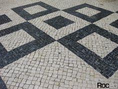 Resultado de imagem para mosaico de pedras portuguesas