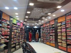 Clothing Store Interior, Clothing Store Displays, Clothing Store Design, Interior Designers In Delhi, Showroom Interior Design, Boutique Interior, Supermarket Design, Retail Store Design, Shop Counter Design