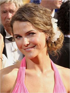 We think Keri Russell's cute updo would be perfect for a beach wedding!