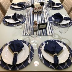 Table Decor Living Room, Dining Room Table, Kitchen Arrangement, Dining Etiquette, Table Set Up, Dinner With Friends, White Dishes, Dinner Plate Sets, Decoration Table