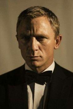 Daniel Craig as James Bond Craig Bond, Daniel Craig James Bond, James Bond Actors, James Bond Movies, Rachel Weisz, Estilo James Bond, Daniel Graig, Drawing People Faces, Best Bond