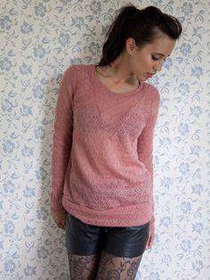 Sexy roze trui, Granny Pink. Designed by Dress'd by Ellen Benders. Gebreide ajour trui met deelnaden.