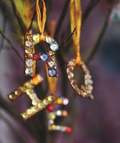 DIY: glittering initial ornaments