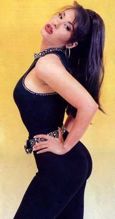 Bc Selena had booty before it was all guys thought it was that made a girl pretty Selena Quintanilla Perez, Selena Quintanilla Clothes, Divas, Selena Pictures, Role Models, Beautiful People, Idol, Lady, Pretty