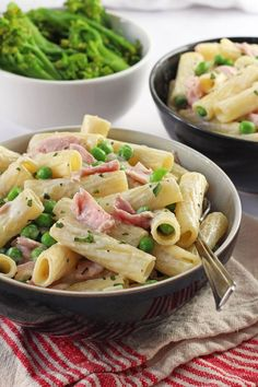 Ham & Pea Pasta A delicious one pot Creamy Ham & Pea Pasta recipe, ready in just 15 minutes. Perfect for quick and easy mid-week meals!A delicious one pot Creamy Ham & Pea Pasta recipe, ready in just 15 minutes. Perfect for quick and easy mid-week meals! Easy Meals For One, Healthy Meals For Kids, Quick Easy Meals, Quick Meals For Kids, Healthy Dishes, Easy Cooking, Healthy Cooking, Healthy Eating, Cooking Recipes