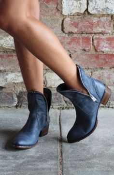 50 Short Boots Ideas To Inspire You For Having One - EcstasyCoffee Boot Over The Knee, Over Boots, Cute Shoes, Me Too Shoes, Women's Shoes, Botas Boho, Look Fashion, Fashion Shoes, Talons Sexy
