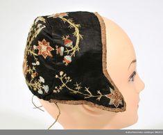 Lue - Kulturhistoriske samlinger (MUST) / DigitaltMuseum Baseball Hats, Fashion, Moda, Baseball Caps, Fashion Styles, Caps Hats, Fashion Illustrations, Baseball Cap, Snapback Hats