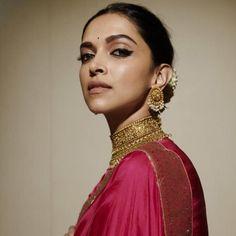 Take Major Bridal Jewellery Inspiration From Deepika Padukone And Woo Everyone At Your Wedding! Bollywood Cinema, Bollywood Actress, Deepika Padukone Saree, Shraddha Kapoor, Ranbir Kapoor, Deepika Padukone Movies, Illusion, Palace, Bridal Jewellery Inspiration