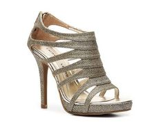 Adore these shoes! They'd look fantastic with an emerald dress ;D (or any color for that matter!)
