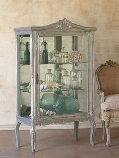 I LOVE this display cabinet...
