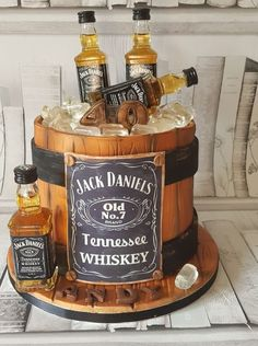 Jack Daniels Barrel Cake Source by jabssabine Jack Daniels Torte, Bolo Jack Daniels, Festa Jack Daniels, Jack Daniels Barrel, Jack Daniels Birthday, Jack Daniels Anniversaire, 30th Birthday Cakes For Men, Mens 40th Birthday Cake, 17th Birthday