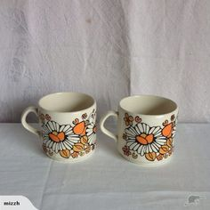 Two daisy cups - pattern? Cozy Chair, Yule Log, Cup And Saucer, Daisy, Cups, Porcelain, Pottery, Crown, Tableware