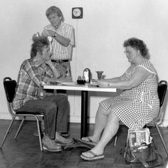 Duane Hanson with his sculpture 'Self-Portrait with Model' in 1979. You can see this work in the Duane Hanson exhibition at the Serpentine Sackler Gallery until 13 September.  The artist with 'Self-Portrait with Model' (1979) Photograph courtesy of The Estate of Duane Hanson  #DuaneHanson
