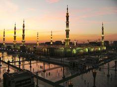 Saudi Arabia Plans to Go Renewable in Coming Decades Abu Dhabi, Medina City, Medina Mosque, Green Dome, Arab States, Diana Gabaldon Outlander Series, Asia, Holy Land, World Cultures