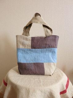 トートバッグ light blue | HandMade in Japan 手仕事の新しいマーケットプレイス iichi Jute Tote Bags, Japanese Bag, Diy Bags Purses, Simple Bags, Linen Bag, Patchwork Bags, Denim Bag, Tote Purse, Bag Storage