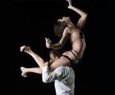 Ás 21h30 de hoje estreia BELLE espetáculo da cia de dança DEBORAH COLKER! Imperdível, detalhes:http://goo.gl/XNQuR0