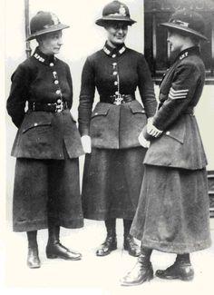 Risultati immagini per steampunk police officer woman