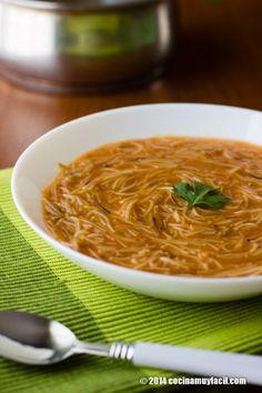 En México no hay quien se resista a la tradicional sopa de fideo ¿la preparamos hoy? http://cocinamuyfacil.com/cocina-facil-receta-de-sopa-de-fideo/