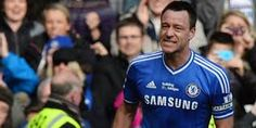 John Terry Sanjung Bek Chelsea Sulitkan Penyerang Inggris – Dibawah arahan Jose Mourinho, lini belakang The Blues kini tidak lagi longgar. Untuk itu John Terry juga ikut sanjung para rekannya.