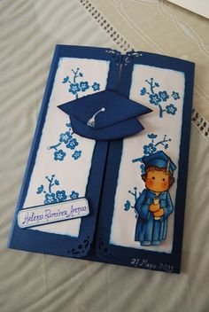 Risultati immagini per invitacion graduacion infantil goma eva Graduation Album, Diy Graduation Gifts, Graduation Invitations, Diy And Crafts, Crafts For Kids, Student Gifts, Halloween Cards, Homemade Cards, Art For Kids