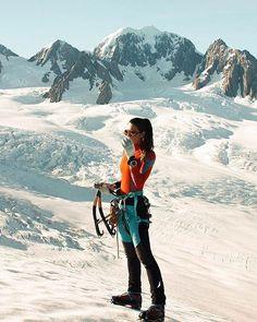Runner Interview: Magdalena Mittersteiner - 'Living the Moun.- Runner Interview: Magdalena Mittersteiner – 'Living the Mountain Life' Ice Climbing, Mountain Climbing, Climbing Girl, Alpine Climbing, Climbing Pants, Rock Climbing Gear, Trekking, Climbing Outfits, Mountaineering