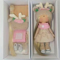Всем привет✌. Хочется познакомить вас с интересным человеком @nika241288 .  Вероника автор данной куколки , так же она проводит интересные #мастерклассы по созданию текстильных кукол.  Я считаю, что такие #мк очень полезны, не нужно покупать ничего лишнего - всё необходимое входит в #набор .  На данной кукле #шапочка моя . Всем #вдохновения и побольше времени на задуманное. #москва #интерьерныекуклы #куклыручнойработы #наборыдлякукол #шапочкидлякукол #олень #шапкадлякуклы ...