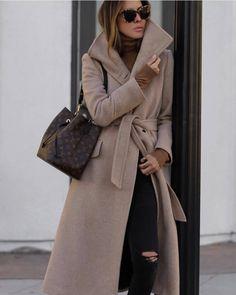15 Fashionable Long Coat Outfits For Women - My Daily Pins Look Fashion, Fashion Outfits, Womens Fashion, Fashion Styles, Winter Outfits Women, Fall Outfits, Mantel Outfit, Long Coat Outfit, Louis Vuitton Neonoe