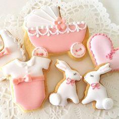 onesie baby buggy bib rattle and bunny baby shower cookies Fancy Cookies, Iced Cookies, Cute Cookies, Easter Cookies, Cookies Et Biscuits, Sugar Cookies, Onesie Cookies, Baby Shower Sweets, Baby Shower Cookies