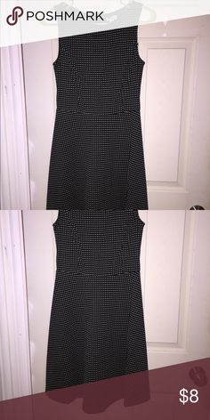 Little black dress Euc! Very comfy! Wear it to the office, date night....add to a bundle for a discount! Dresses