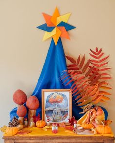 Waldorf Kindergarten, Birthday Traditions, Winter Table, Changing Leaves, Nature Table, Little Pumpkin, Toys Shop, Fall Season, Streamers