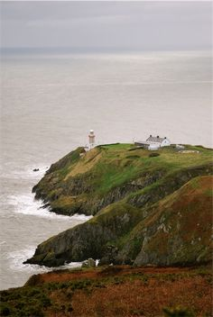 Baily Lighthouse is a lighthouse on the southeastern part of Howth Head in Dublin. Copyright: Tania Notarangelo
