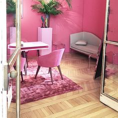#Pink #Interior perfection @piaget 's #sunnysideoflife presentation…