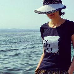 Week-end a Sirmione sul Lago di Garda. Sempre chic con DO NOT IRON. Sul sito www.donotiron.it potete scoprire tutti i modelli delle nostre collezioni di t-shirt 100% unique piece. #donotiron #tshirt #uniquepiece #fashion #outfitoftheday  #blackandwhite